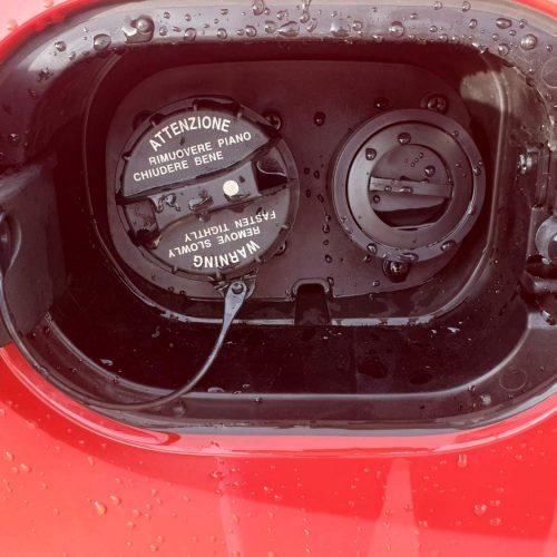 Hyundai I30 na LPG a koncovka plnění LPG pod víčkem benzínu perfektně ukrytá před vnějšími vlivy.