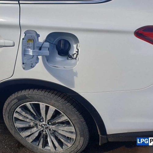 Mitsubishi Outlander přestavba na lpg plnící koncovka LPG u benzínového víčka