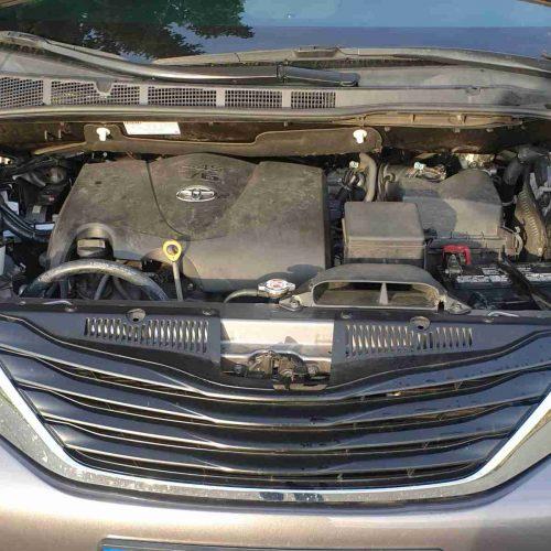 Toyota Sienna LPG 3.5 V6 221kW - motorový prostor